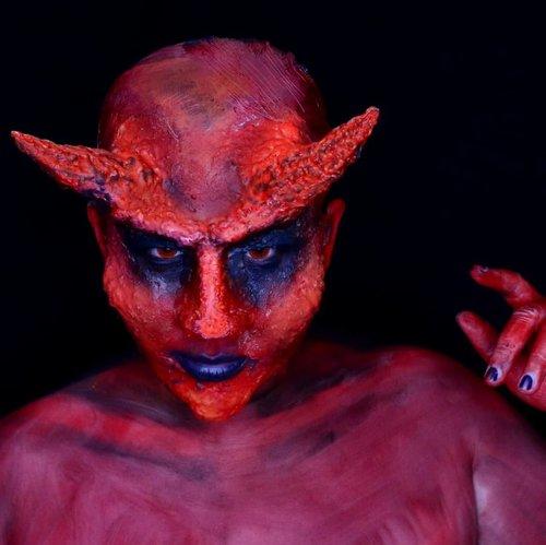 The Devil.Not my best prosthetic, but i've tried my best ☺️.Used products :@mehronmakeup Liquid Latex, Paradise Makeup Aqua red and black, and @nyxcosmetics Suede Lip Cream Stone.I love to watch @luciferonfox and I'm very happy when Netflix decided to continue the serial. And i want to make this devil look since the first season 😆 .Hope you like it.-----------------.Siapa yg suka nonton Lucifer di Fox? Gw suka banget, terutama kalo Lucifer lagi bersikap sok tau dan Chloe nya sebel gegara sikap Lucifer itu. This serial make Lucifer more human than it should be.Nah, gw tau ni muka si Devil memang jauh dr sempurna. Mukanya kaya abis kena serangan jerawat massive yg pecah disaat bersamaan. Well, setiap percobaan ga selalu sukses kan 🤣🤣🤣 yg penting udah nyoba jd bisa belajar lebih baik. Wakakakak..#lucifermorningstar #thedevil #prosthetics #sfxmakeup #specialeffectsmakeup #mehronmakeup @mehronmakeup #31daysofmehronhalloween #halloweenideas #halloweeniscoming #halloweenmakeup #31daysofhalloween #crazymakeups #dupemag@dupemag #ibv @indobeautygram #ibv_sfx @ibv_sfx #muajakarta #jasafacepainting #fdbeauty #clozetteid #bvloggerid @bvlogger.id #kbbvmember @kbbvbyacb
