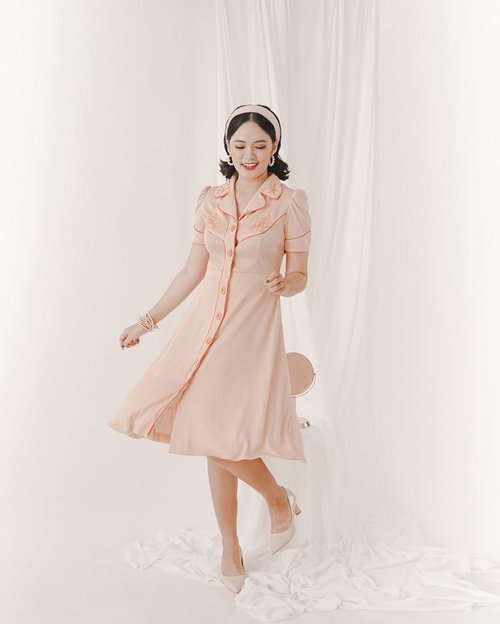 Merindukan sesi foto terakhir buat @missaudrey_wardrobe 😍😍 ⠀ Jadi konsepnya vintage gituuu~ aku pribadi sih suka banget sama vintage fashion, walaupun memang agak zuzah yaaa cari outfitnya. Makanya suka banget thrifting karena sering nemu yang old banget tapi tetep kece. Eh tapi sekarang kalo mau belanja vintage clothing bisa ke @missaudrey_wardrobe deh😍 ⠀ Product: @missaudrey_wardrobe  Stylist: @brigidalourdes  MUA: @diraristya  Studio: @kamara.studio ⠀ #deniathlylooks #clozetteid #vintagelooks #vintagestyle ⠀