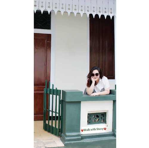 """Waiting for you darling..""...📸 @matthewckck..#lifeissosimple#travelwithstyle#visitmalang #malangguide #exploremalang#selfie#stevydiary#thanksgod#instagram#walkwithstevy#celebratemysize#plusmodelmag#lookbookindonesia#ootd#ootdindonesia#ootdasia#ootdindo#BalgaMags#ootdfashion#styleindo#ootdbigsizeindo #pmmlovemybody#curvylicious#goldenconfidence#kampoengheritagekajoetangan#fashionsignature#clozetteid"
