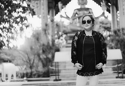 "Life is just like black and white picture. Black is your dark sides and white is your bright sides. Then, I said to myself, ""Just enjoy the part & let it flows""...Providing an answer for my rocking jacket, it is my own collection 😁😁...#ootd#ootdfashion#summeroutfit#lifeissosimple#travelwithstyle#stylewithme #selfie#stevydiary#thanksgod#instagram#walkwithstevy#celebratemysize#plusmodelmag#lookbookindonesia#endorsement#ootdasia#clozetteid"