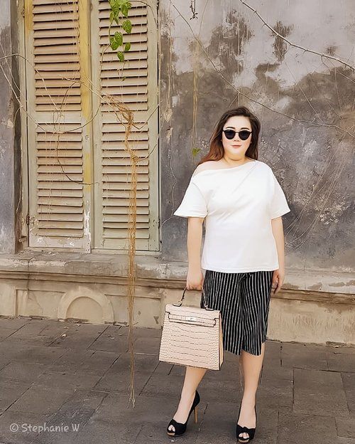 """Happy Hot Monday""...📸 @xian_fei ....My comfy Top from @bigsissy.id.#ootd#ootdfashion#summeroutfit#lifeissosimple#travelwithstyle#stylewithme #selfie#stevydiary#thanksgod#instagram#walkwithstevy#celebratemysize#plusmodelmag#lookbookindonesia#endorsement#ootdasia#clozetteid#semarang"