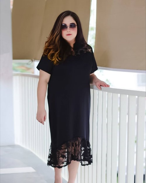 This sunday, I am wearing my black elegant dress from @hanbai.store ...#ootd#ootdfashion#lifeissosimple#travelwithstyle#stylewithme #selfie#stevydiary#thanksgod#instagram#walkwithstevy#celebratemysize#plusmodelmag#lookbookindonesia#endorsement#ootdasia#clozetteid
