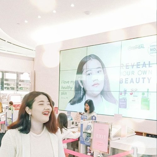 Can't content how happy I am, today @mediheal_idn invited me to try new beauty experience in @sociolla Lippo Mall Puri Store Skin check to find best match of Mediheal Mask, thanks god it's still normal woohooo And  then got photographed by @sweet.escape thanks for the amazing photo. . Not ashamed of my bare face anymore #RealMeRealSkin . #ブロガー #いいね #フォロー返す #相互フォロー #相互フォロー100 #ネットアイドル  #いいねおねがいします  #팔로우 #선팔 #맛팔 #좋아요 #일상 #데일리룩 #옷스타그램 #패션 #clozetteid