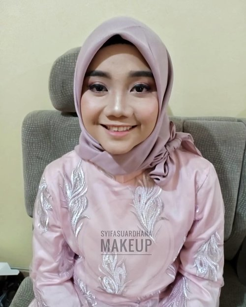 Before - After 🌸▶▶▶ geserinfo makeup : 082260592599#bridesmaids #makeupartist #makeuppesta #makeup #engagementring #wisuda #wedding #amongtamu #makeuptutorial #makeupwisuda #makeupoftheday #engagementmakeup #mua #muajakarta #prewedding #clozetteid #wakeupandmakeup #hudabeauty #bloggerindonesia #beautyblogger #beforeafter #before #after #jakarta #depok #jabodetabek