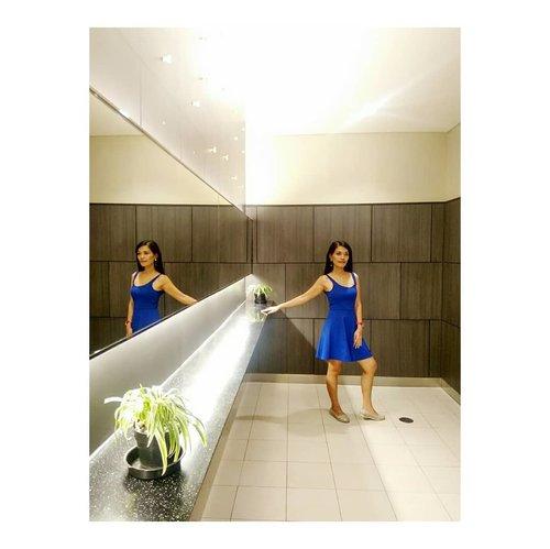 Tangled up in blue 💙 . . . . . .  #ootd #instafashion  #makeupartist #muajakarta #makeuppreweding #makeupwedding #glammakeup #photography #pose #cosmetic #lipstick  #highlighter #blushon #brushset #travel  #blogger #vlogger #influencermarketing  #style #bridemakeup #clozetteid #clozettepotw #bluedress #makeupchallenge #beautyclass
