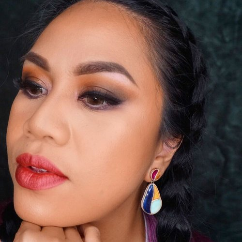 I love my basic smokey eyes. This @endi_feng X @mizzucosmetics  Addiction pallet is giving life to my chocolate bronzy dream... I love it!!!! You can call me basic and gimme bronze everyday and I could careless about it... ❤️❤️❤️. . . Video will be uploaded tomorrow... . . #makeup #makeupjunkie #makeuplover #eyeshadow #beautybloggerindonesia #beautyvloggerindonesia #vlogger #vloggerindonesia #fengaddiction #clozetteid