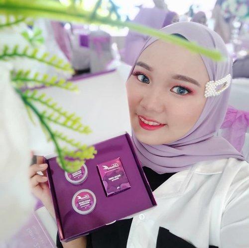 """<div class=""""photoCaption"""">Akhirnya @dnarsindonesia skincare yang telah sukses berkiprah di Malaysia ini masuk juga di Indonesia 😍.Berikut varian produk dari @dnarsindonesia:- Dnars Whitening Set- Dnars Acne Set- Dnars Premium set- Dnars Whitening Bubble MaskSemua produk Dnars ini terbuat dari bahan-bahan alami dan herbal premium loh .. sudah ada BPOM-nya sehingga aman untuk ibu hamil dan menyusui 💜.Event ini seruu banget .. Banyak info bermanfaat seputar skincare ^^ bagaimana cara kita mengenali permasalahan yang ada di kulit wajah dan perawatan apa yang tepat untuk kulit kita 😊.Gak sabar banget mau cobain produk @dnarsindonesia biar bisa tampil cantik alami seperti kak @faziani_rohban (Founder Dnars Indonesia) dan kak @shireensungkar (Brand Ambassador Dnars Indonesia) ❤❤. <a class=""""pink-url"""" target=""""_blank"""" href=""""http://m.id.clozette.co/search/query?term=dnarsindonesia&siteseach=Submit"""">#dnarsindonesia</a> <a class=""""pink-url"""" target=""""_blank"""" href=""""http://m.id.clozette.co/search/query?term=beginwithdnars&siteseach=Submit"""">#beginwithdnars</a> <a class=""""pink-url"""" target=""""_blank"""" href=""""http://m.id.clozette.co/search/query?term=tabloidbintang.....&siteseach=Submit"""">#tabloidbintang.....</a> <a class=""""pink-url"""" target=""""_blank"""" href=""""http://m.id.clozette.co/search/query?term=wakeupandmakeup&siteseach=Submit"""">#wakeupandmakeup</a>  <a class=""""pink-url"""" target=""""_blank"""" href=""""http://m.id.clozette.co/search/query?term=cantikekonomis&siteseach=Submit"""">#cantikekonomis</a>  <a class=""""pink-url"""" target=""""_blank"""" href=""""http://m.id.clozette.co/search/query?term=tipskecantikan&siteseach=Submit"""">#tipskecantikan</a>  <a class=""""pink-url"""" target=""""_blank"""" href=""""http://m.id.clozette.co/search/query?term=belajarmakeup&siteseach=Submit"""">#belajarmakeup</a>  <a class=""""pink-url"""" target=""""_blank"""" href=""""http://m.id.clozette.co/search/query?term=makeupnatural&siteseach=Submit"""">#makeupnatural</a>  <a class=""""pink-url"""" target=""""_blank"""" href=""""http://m.id.clozette.co/search/query?term=makeuppemula&siteseach="""