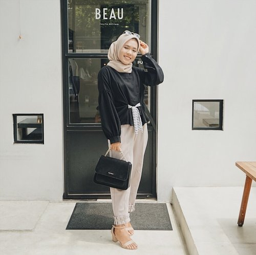 New collection from @shopataleen i'm wearing Kanis Black 🖤#aleenlook #aleenhijablook #clozetteid