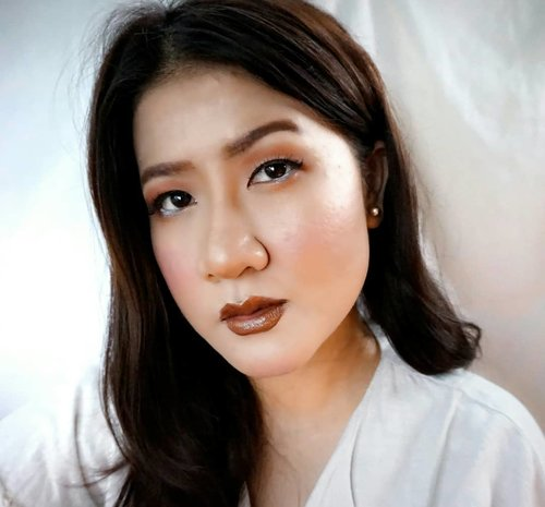 Jangan anggep remeh Makeup Single eyelid lho!! Hahaha 😁😁 ternyata setelah dicoba-coba tanpa menggunakan penggal eyelid ternyata cut crese eye makeup dapat mengatasinya sehingga kelopak mata juga menjadi lebih besar, wauuww takjub akuuu, sepertinya eye makeup ini menjadi pilihan aku _Shadow eye makeup by @sariayu_mt Inspirasi Jakarta KIT-J-01 ......#eyemakeup #beautymakeup #clozetteid #cutcreasemakeup #singleeyelid #tampilcantik #carabermakeup