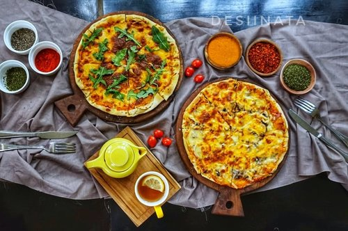weekend mood 💃😄😉 pizza lover with lemon tea . . . . . . . . . . . . #clozetteid  #foodgasm #foodporn #foodstagram #foodphotography #foodlover #foodforthought #instafood #dessertporn #hungry #delicious #yummy #beautifulcuisines #tastingtable #foodandwine #cookedfood #localfood #cook #restaurant #fooddiary #foodtruck #foodie #foodaddict #pizza
