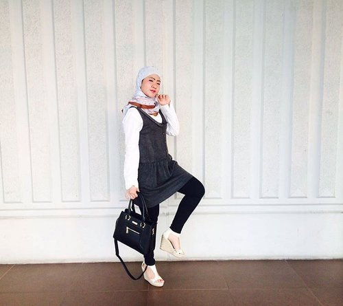 H-O-O-T-D Hijab outfit of the day. Kekinian monocrome style for @muslimfashionfestival #clozetteid #ootd #hootd #hijabstyle #bloggerhijab #berhijab #instamuslim #instaislam #instahijab