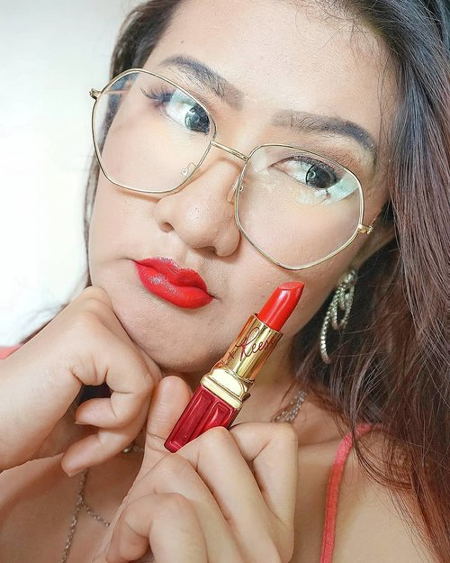 When in doubt wear red with  Red Lipstick @elizabertarden shade Red Door Red Limited edition Reese . . . . #redlips #ClozetteID  #selfie #selfiesunday #selfiee #selfiequeen #selfienation #selfiegram  #makeupaddict #makeuplover #makeuptutorial #makeupjunkie #makeuplife #makeupideas #makeupparty #makeuptime #makeupoftheday #makeuponfleek  #얼스타그램 #셀카 #셀피 #좋아요반사 #likeforlikes #likeforlike #likeforfollow #맞팔 #선팔하면맞팔