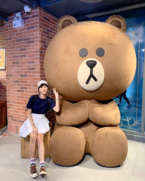 I met Brown ! 🐻✨ #linevillagebangkok #thailand