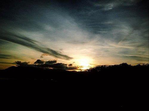 Warna jingga untuk langit senjaku 🧡.#LustrumITERA #5TahunITERA #kompetisifoto #langitsenja #penikmatsenja #clozetteid #vsco #mkgITERA