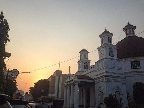 Senja di Semarang 💛 . . #clozetteid #sunset #sunsetcatcher #building #exploresemarang