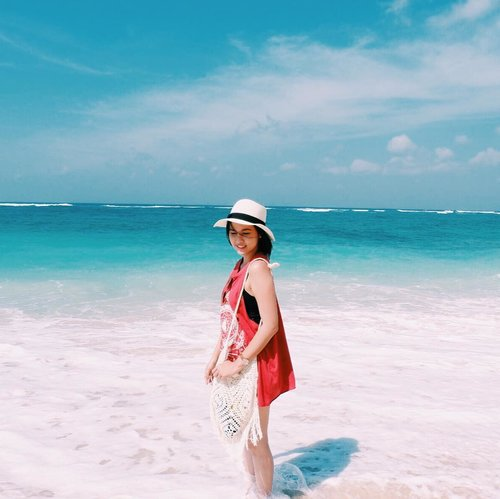 sea sand happiness 💙 #jleegoestoplaces #clozette #clozetteid.......#positivevibes #goodvibes #love#lookbook #ootd #holiday#staycation #travelling#travelphotography #style#fashiondesigner#fashionstylistindonesia#fashionblogger #fashionista#fashionstylist #travelblogger#traveller #lifestyleblogger #jakarta#indonesia #indonesianblogger#blogger #summer #photography#photooftheday