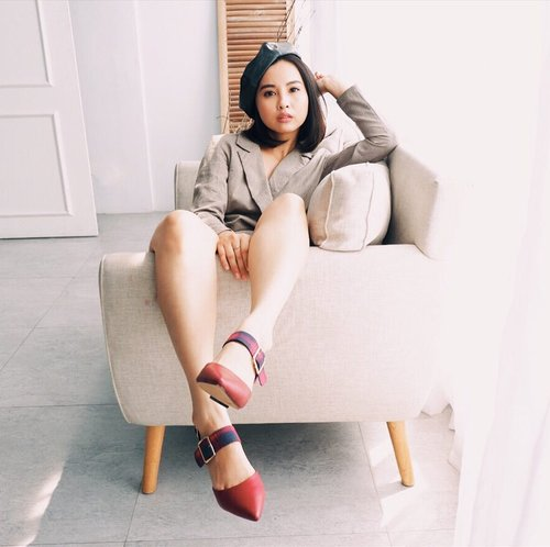 """Monday be like """" i wanna sleep more """" 😝😅 Feeling 24 hours not enough af recently ✌️ Btw, wearing this red heels from @berrybenka  #MeandBerrybenka #clozette #clozetteid"""