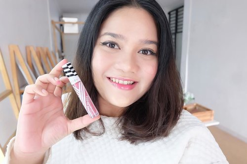 Aku lagi suka pake Lip cream glossy dar @mizzucosmetics karena yang ringan, lembut, melembabkan bibir tapi enggak lengket. Warna yang intens dan pigmented banget! Swatch lengkap dan review nya sudah up di Kaniadachlan.com ya! (Link on Bio). #Clozetteid @clozetteid......#bestoftheday #instagramers #socialenvy #tweegram #photooftheday #look #instalike #igers #picoftheday #instadaily #instafollow #girl #instagood #bestoftheday #instacool #style #throwbackthursday #my #amazing #all_shots #textgram #instago #igaddict #awesome #yum #instalove  #20likes #l4l