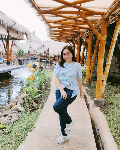 Blue vibes of the day 💙☁️ . my comfort style: 👚 @vlovia.id 👡 @mamasoul_id . Anw, aku lagi pakai Elena Wedges nya @mamasoul_id yg warna Sky Blue. This is my fav colour of Elena series.  Model wedges yg cantik, kekinian, dan nyaman dipake dengan heels 5cm 💙 . . 🍑 ๓คr¢h 21, 2021 . #AforAlinda #Alindaaa29 #Alinda @clozetteid #ClozetteID #refreshing #refreshmymind #outfitoftheday #ootd #ootdsimple #blue #style #stylish #fashion #dirumahaja #jalani_nikmati_syukuri #rezekigakketuker #blessedyear #VloggerSemarang #BloggerSemarang