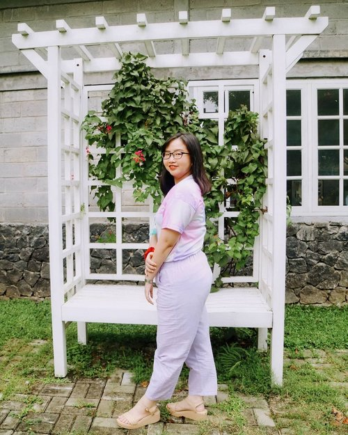 The best color in the whole is the one that looks good on you 🌈 . outfit: 👕 @hs_fashion_supplier 👖 @myrubylicious 👡 @mamasoul_id 📍location: @teaktree.id . . 🍑 ๓คr¢h 12, 2021 . #AforAlinda #Alindaaa29 #Alinda @clozetteid #ClozetteID #kulineran #outdoorrestaurant #refreshing #refreshmymind #outfitoftheday #ootd #ootdsimple #lilacoutfit #lilac #dirumahaja #jalani_nikmati_syukuri #rezekigakketuker #blessedyear #VloggerSemarang #BloggerSemarang