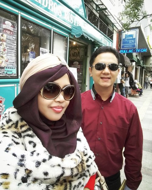 "THROWBACKSaturday, Feb 4th, 2017----💕💖❤ ""Winter in Paris "" (read: Rainy season in Paris <van Java> 😂😂😂) #BandrosBistro is one of the best spot for taking pics in #Bragastreet . The ""Bus-look"" is so #unique , right? 😉  It's February, guyz!... #romantic and #luck /#prosperity are in the air hahaha... #red & pink are everywhere!... Thank you @erdin.saef for being my family special tour guide in #Bandung and for being my personal photographer 😉❤💖💕#clozetteID @clozetteid #hootd #ootd #ootdmodest #stylishtraveler #hijabtraveler #modestwear #modestfashion #fashion #style #turban #furscarf #leopardprint #Bandungtrip #traveling #visitBandung"