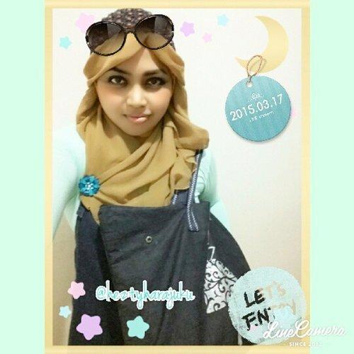 💙💚💛@heztyharajuku #ootd #fashion #style 💛💚💙#linecamera #clozetteid #scarfmagz #modestfashion #coveredstyle #headscarf #turqoise #pastelcolors #denimoverall #golden