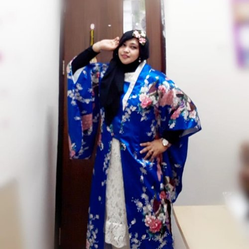 "LATEPOST: Thu, August 29th, 2019--- 👘🎎♥️🗻⛩ ""Anywhere I go, it will be my #Harajuku "" (Nurhayati, 2010) ⛩🗻♥️🎎Hari ini lagi pengen pake #Satin #Kimono yang sudah dimodif jadi #longcoat. Kimono nya dari seserahan dulu 🤣 baru bisa dipake sekarang. Alhamdulillah juga masih nemu #kanzashi buat hiasan kerudungnya.  Bros Kanzashi ini souvenir pengajian waktu mau nikah 😊 cucok yaaa... haha---#clozetteid #nhkkawaii#kawaiicouple#kawaiimodesty#modestfashion#modestwear#Japanesefashion#hootd"