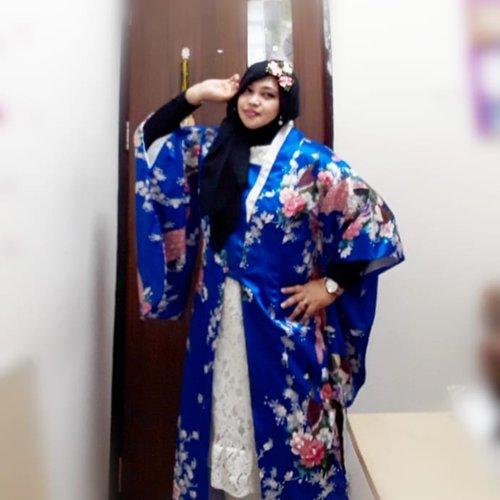 "LATEPOST: Thu, August 29th, 2019--- 👘🎎♥️🗻⛩ ""Anywhere I go, it will be my #Harajuku "" (Nurhayati, 2010) ⛩🗻♥️🎎Hari ini lagi pengen pake #Satin #Kimono yang sudah dimodif jadi #longcoat. Kimono nya dari seserahan dulu 🤣 baru bisa dipake sekarang. Alhamdulillah juga masih nemu #kanzashi buat hiasan kerudungnya. Bros Kanzashi ini souvenir pengajian waktu mau nikah 😊 cucok yaaa... haha---#clozetteid #nhkkawaii#kawaiicouple#kawaiimodesty#modestfashion#modestwear#Japanesefashion#hootd"