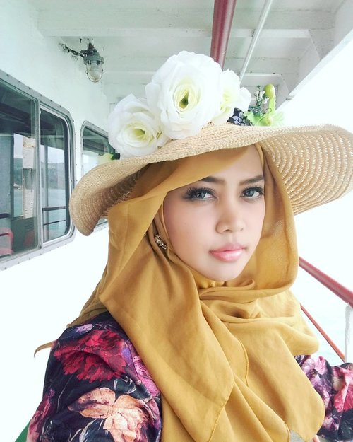 LATEPOST: February 27th, 2017 ---- 🚢🚤🌞🌊#sailing from #Lampung to #Jakarta . It's time to back home 😉🚤🌞🌊 -------------------------------------------------------- -------------------------------------------------------- #clozetteID #modestfashion #modestwear #hijabtraveler #traveling #travelstyle #Hootd #ootd #fashion #style #stylishmodesty #stylecovered #ocean #ship #floweryhat #classiclook