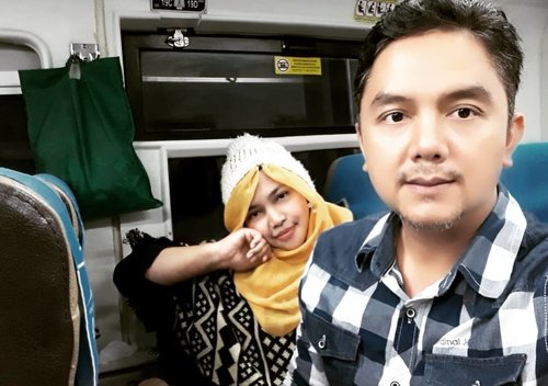 LATEPOST: 🚇🚄🚈Back to Jekardah... bangun jam 3 dini hari ngejar kereta yg jm 6.30 haha 🤣🤣 nemui na~🚈🚄🚇----#clozetteid #nhkkawaii #travelingoutfit#train#modestwear#modestfashion#denim#knit