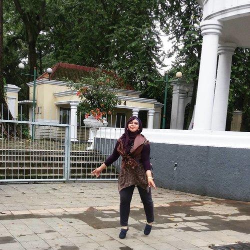 LATEPOST: Saturday, Nov 26th, 2016---- #Bogortrip 🍀🌳🌲💕🚄🚆🚈 Rasanya pengen terbaang... melayang... 🌲🌳🍀🚈🚆🚄💕 #clozetteID @clozetteid #hootd #ootd #fashion #style #stylishmodesty #BogorStreetStyle #morikei #modestfashion #modestwear #stylishmodesty #stylecovered #hijabtraveler #hijabindonesia #headscarf #fashiongrammer