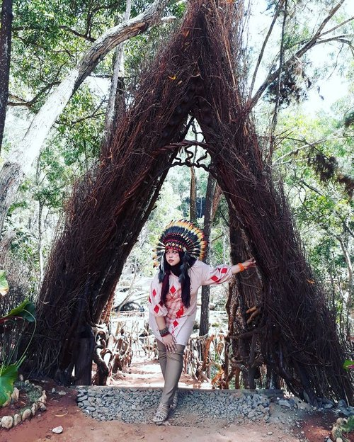 LATEPOST (Edisi #KangenJogja)  Wed, August 16th, 2017--- aaah... I miss my bro, sis n niece. 🌻🌻🌻 Theme : #Apache #Warrior #Princess  #Photographer : @dewirahmawati29 Location : #Imogiri #PineForest #Yogyakarta Model: #HestiHarajuku #warbonnet : @waroeng_indian_apache - - - - - - - #clozetteid  #modestwear #hijabtraveler #hootd #Indian #Yogyatrip #VisitYogya