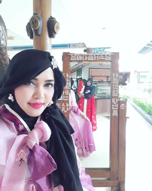 LATEPOST GAMON: Thursday, August 17th, 2017---🌸🌸🌸 - - Theme :#Korean #RoyalLadies Location : @daejanggeum_yk  Camera: #SamsungJ7Prime - - - - - - - #clozetteid  #modestwear #hijabtraveler #hootd #foodtraveler #hanbok #modesthanbok #hijabhanbok #hijabi #Yogyatrip #VisitYogya #DaeJangGeum #SouthKorea #Korean #Kpop