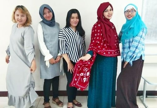 Tue, June 25th, 2019---👩🏫👩💻🧕👗👘👜👛👠👢👒 My other half world as a #FashionLecturer at #Polimedia 😊 So glad that I'm back again to this #campus as consultant of #ProductPreview #Presentation with my superfun #colleagues (they are #Supermoms too anyways haha 👶🤱) Bu Rachma & Bu Rina 💪🤣. Otsukaresamadeshita, Minnasan! PS: I wear my own design #JumputanSolo dress 😎 heheh 👘👗👠👢👒----#DesainMode#fashionstudents #fashiondesigns#hootd#senseitachi#campuslife#campusstory#nhkkawaii#clozetteid#modestwear#modestfashion