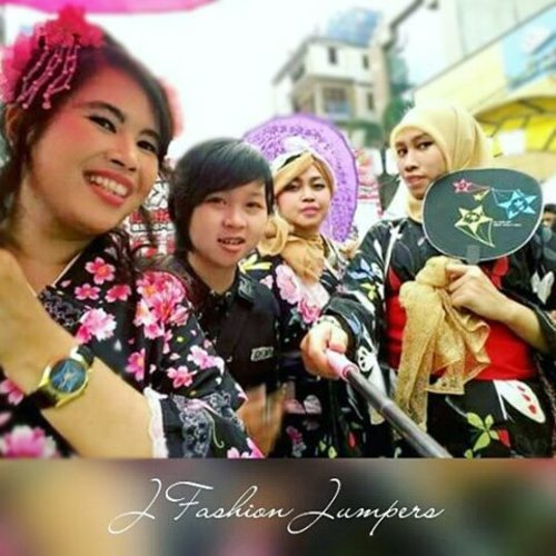 FLASHBACK: May 9th 2015--- #JFashionJumpers #fashioncommunity #Jakarta at #LittleTokyo #ennichisai2015 😂😂😄😉🌸🌸🌸 #wagasa #kimono #furisode #clozetteid #japanesetraditional #japaneseevent #festival #happymoments #fashion #style #kawaiistyle #japanindonesia #stylishtraveler #OOTD #gyaru #gaijingyaru #ギャル #modestfashion #coveredstyle #hijabstyle #headscarf