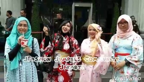 👠👜👘#Kawaii #Modest #Summer Fashion with #headscarf by #JFashionJumpers #Community #Jakarta #Indonesia 👘👜👠 at #Ennichisai2017 #LittleTokyo . Inspired by  #TokyoStreetFashion #Japan . - - - - - - #clozetteid #hootd #fashion #style #modestwear #modestfashion #stylecovered