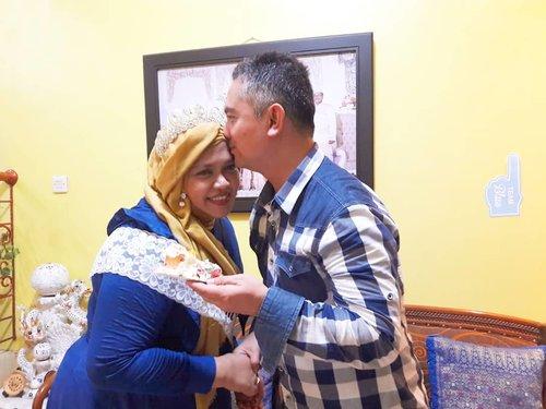 "January 17th, 2019 --- 💖🍰🎂🤰👶Alhamdulillah #tasyakur #milad  Mami tahun ini bisa bareng dengan tasyakur masuknya KK Bebi ke trimester 3 (#7months ) so... jadilah acara sederhana tapi sweet banget "" #Mami'sbirthday & #BabyShower 👶🤰💖🍰🎂Makasi Papi @erdin.saef buat doa, #birthday Cheese Cake dan cintanya 😘💖 love you!...----#clozetteid#aMomToBe#Queenoftheday#Blue#expectingababy#mypregnancylife#Trimester3"