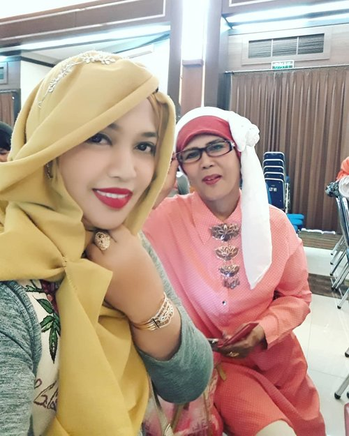 Sun, January 21st, 2018 --- at Pengajian bulanan RSPAD Gatot Subroto with Mom... before coffee break 😊 - - - - - #clozetteID  #Armyhospital  #momanddaughter #modestwear  #modestfashion #turban