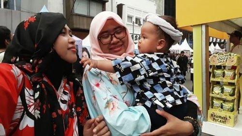 Sat, May 13th, 2017 --- Welcome to #Ennichisai2017 #LittleTokyo #JapaneseCulture #AnnualFestival in #Jakarta . 13-14 May 2017 👘🗾🎋🎍🎎🎊 Amih @mineko_shirota lucu banget ih baby Val nyaah.. bikin Bubu and Kak @meilina_kurniawati jadi emeeshh ❤😘 . Jadi inget n kangen Feli nya Mama @dewirahmawati29 jugaa. - - - - #clozetteid #japanstyle #Yukata #Kimono #fashion #style #hootd #headscarf #stylecovered #obi