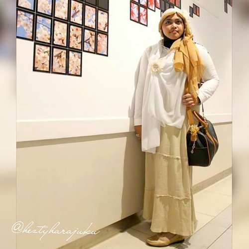 July 20th, 2015 🚘🚞🚗 #GoDiscover #ClozetteID #CordovaTravel #TravelinStyle 🚗🚞🚘 #heztyharajuku #JFashionJumpers #FashionCommunity #Jakarta #Indonesia in #hijabchallenge #ootd #hotd #fashion #style 🌸🍥🌸#instafashion #modestfashion #modesty #stylish  #scarf #headscarf#vintagestyle #vintagefashion  #dollykei #1920s #eidholiday #kawaii  #Eid2015 🌸🍥🌸...white and beige kinda day... exploring #Japanese shopping mall  @aeonmallbsdcity as #stylishtraveler / #travelvlogger... enjoy Ramen Village & Sakura Park with my dear sisters. Wearing white as the symbol of purity and victory of Eid... 😉