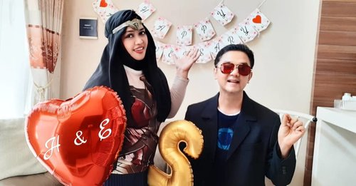 "Mon, Nov 18th, 2019--- ❤🎎👶💍#HappyWeddingAnniversary , @hestiharajuku & @erdin.saef yg kini tergabung dalam "" #TheErlans "" 😎 Alhamdulillah #2yearsanniversary ya... semoga selalu menjadi keluarga #SaMaRa yaa amiin... #ILoveYou3000 , Papii!... - - Kali ini tema #weddinganniversary adalah #SuperHero #Family . Gabungan #Avengers & #JusticeLeague 🤣 Papi Erlan as #IronMan , Mami Hesti as #WonderWoman , Kk Naufal as #Spiderman dan Dd Artan as #Batman ! Yeayy!! - - - #nhkkawaii #clozetteid #familycosplay #kawaiifamily #modestcosplay #happyfamily"