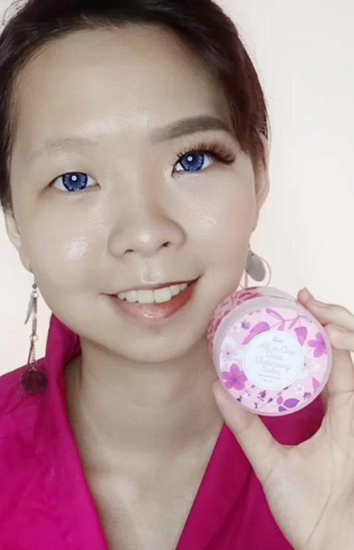 Fanbo ngeluarin produk baru, lho guys! produknya ini berupa #cleansingbalm yang terdiri dari 3 varian untuk 3 jenis kulit. Istimewanya lagi, saat pakai Fanbo Cleansing Balm ini sama sekali nggak perlu diemulsi dengan air dan ada partikel scrub halus sehingga bisa berishin makeup sampai ke dalam pori2.Mau tahu apakah dia kasih spatula apa nggak? Tonton dulu video demonya yuk.#fanbocosmetics #beautyfeatid #fanbocleansingbalm #fanboxbeautyfeatid @fanbocosmetics @beautyfeat.id #clozetteid #storie #qupas #theshonetinsiders #firstcleanser #skincarelover #skincarelokal #femaledailynetwork