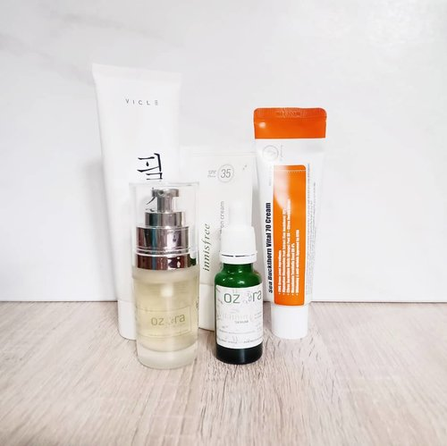 Yesterday's morning routine:  @vicle_cosmetic Peelsu Pure Cleansing Foam @ozoraskincare Brightening Treaent Essence @ozoraskincare Vitamin C Serum @purito_official Sea Buckthorn Vital 70 Cream @innisfreeindonesia Daily UV Protection No Sebum  #skincare #skincarecommunity #skincarejunkie #skincareaddict #skincareroutine #skincarelover #skincareritual #kbeauty #koreanbeautyproduct #kbeautyunicorns #kbeautyblogger #koreanskincare #kbeautycommunity #abcommunity #asianskincare #abskincare #abbeatthealgorithm #discoverunder5k #rasianbeauty  #beautyfavorites #skincareblogger #ozoraskincare #charis #charisceleb #peelsu #cleansingfoam #idskincarecommunity #clozetteid