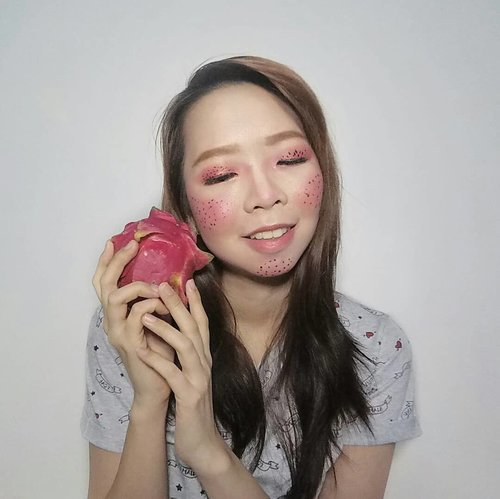 Colorfruit inspired makeup with @beautiesquad. Gak kebayang sebelumnya bakal makeup terinspirasi dari buah gini and I chose the dragonfruit! . . . #Beautiesquad #BSDesCollab #BSCollab #BSColorfulMakeup #FruitMakeupCollab #FruityFace #colorfruit #makeupjunkie #makeuplook #makeuplover #makeupaddict #clozetteid