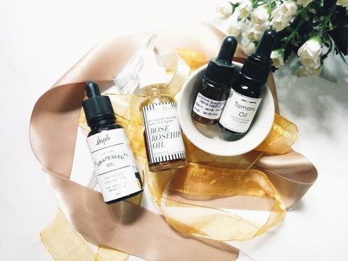 [NEW VIDEO] Best oil for acne prone skin is up on my youtube channel ya!  Muka berminyak & berjerawat pakai minyak lagi? Nggak salah tuh?  Makanya cek dulu yuk video saya. Link on bio girls! 😉  Bit.ly/yt-bestoilacne  #faceoil #tamanuoil #rosehipoil #grapeseedoil #haple #caracarrier #Bodyandco #organicsupply #skincare #skincarecommunity #skincarejunkie #skincareaddict #skincarelover #abcommunity #asianskincare #abskincare #abbeatthealgorithm #rasianbeauty #localbrand #localskincare #discoverunder5k #skincareblogger #idskincarecommunity #clozetteid