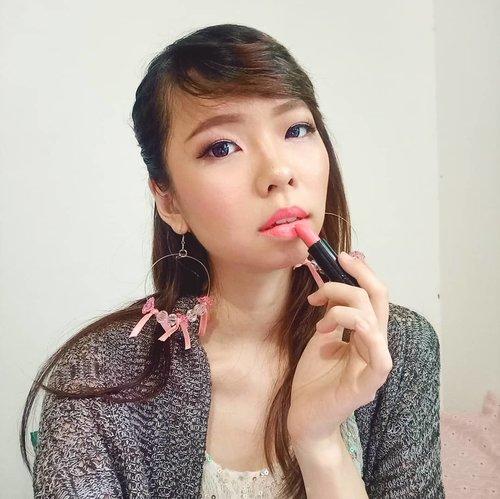 So today is #internationallipstickday! What is your favorit lipstick dear?  In frame: @makeoverid Creamy Lipstick Lush 12  Warnanya pink coral yang cerah. Teksturnya smooth banget dan lembab. Gampang diaplikasikan plus daya tahannya lumayan banget untuk  ukuran lipstick lho! Nice! 💄 ➖ #lipjunkie #lipproducts #lipcream #lippen #lipstick #lipstik #makeoverid #instabeauty #instamakeup #beautyproducts #makeupproduct#tampilcantik #ragamkecantikan #Clozetteid