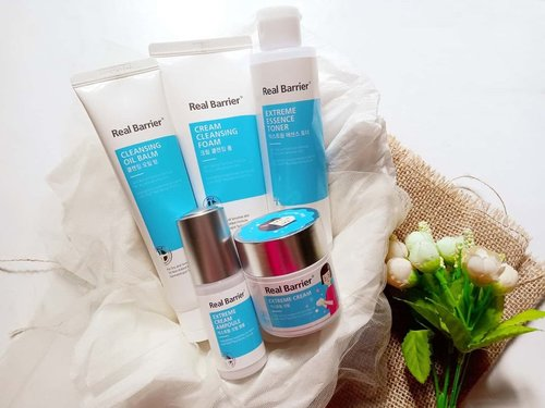 Hi all! Today, I'd like to share you my recent skincare regime by @realbarrier for dry & sensitive skin. Though my original skin condition right now is combination but tend to dry.  These skincare are ultimately made to repair and recover our damaged skin barrier. Since the damaged skin barrier is the core cause of our skin problem. Among these 5 products, what I love most are the cleansing foam and aqua soothing ampoule. I often use then whenever I feel lazy to do the routine and eager to do the skipcare.  The very least product I'd like to suggest is the Extreme Cream, which I think that the cream is perfect for subtropical country instead to be used in Indonesia climate. The texture is very waxy and occlusive like making a thin layer over the skin. Some of you might feel greasy after.  The thorough review about these Real Barrier already posted in my blog. Feel free to pay a visit if you want to know the further detail. Simply click the link on my bio 🙃 . . . #skincare  #skincarecommunity #skincarejunkie #skincareaddict #skincarelover #skincareritual #stylekorean #stylekorean_global #realbarrier #TrymeReviewme #skincare #dryskin #dehydratedskin #rasianbeauty #beautyflatlay #beautyfavorites #skincareblogger #idskincarecommunity #clozetteid