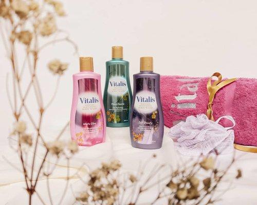 Mandi parfum dengan Vitalis Perfumes Moisturizing Body Wash. Andalan emak2 banget nih yang biasanya harus mandi kilat karena gak bisa ninggalin anak bayi lama2. Atau mungkin udah ditungguin depan pintu kamar mandi. Siapa yang suka kayak gitu hayo? 🤭  Sabun mandi Vitalis ini punya 3 varian aroma: - White Glow yang cenderung manis - Fresh Dazzle yang aromanya paling kuat - Soft Beauty yang jadi favoritku karena aromanya floral dan pas gitu di hidungku.  Selain kaya aroma parfum, sabun ini juga dilengkapi dengan formula pelembab agar kulit nggak cepet kering. So, biar kata mandi kilat, badan kita tetap wangi dan lembut donk.  Sabun ini harganya relatif terjangkau dan tersedia juga kemasan refill-nya.  Review lengkap sudah tayang di blog aku ya. Monggo mampir moms!  #vitalis #mandiparfum #vitalisxkeb #bodywash #sabunmandi #vitalisbodywash #beautyinfluencer #beatthealgorithm #skincarecommunity #igskincare #skincarereview #skincareproducts #dailyessentials #abcommunity #asianskincare #abskincare #abbeatthealgorithm #discoverunder5k #rasianbeauty #beautyflatlay #beautyfavorites #skincareblogger #beautyblogger #beautybloggerindonesia #jakartabeautyblogger #clozetteid