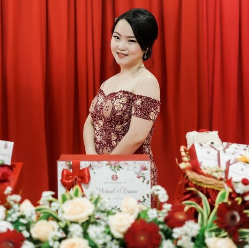 happiness is when you could did makeup by yourself on your special day 💕 Makeup by @vania.makeupartist Hair stylist @intnlianaa . . #fiercesociety #wakeupandmakeup #makeupholic #beautyinspiration #allmodernmakeup #blendwithtrend #trendsandco  #nothingisordinary #amazingmakeupart #partymakeup #muawisuda #makeupwisuda #makeuppesta  #makeupportofolio #makeupcourse #makeupwedding #makeupartist #muabdg #beautyclass  #makeuplook #makeupsangjit #muasalatiga #makeupsalatiga #makeupartistsalatiga #makeupwisuda #michaelvaniajourney  #clozetteid