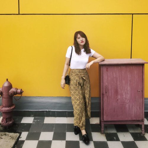 Think about how far you've come and everything makes sense again 🌟 #dayoffdoneright #yellowwall #ootd #lookbookindonesia #clozetteID